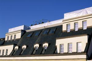 Ein Dachbodenausbau mit 60 Grad Dachneigung und grossen Gaupen mit einem riesigen Dachgarten macht dieses Objekt einzigartig.