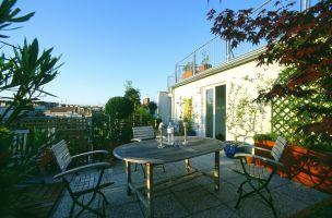 Gumpendorferstrasse, Dachgarten, Flachdach, Terrasse, Gartenmöbel, ( Diese Terrasse ist nach Westen ausgerichtet und nutzt daher das Licht der untergehenden Sonne.)